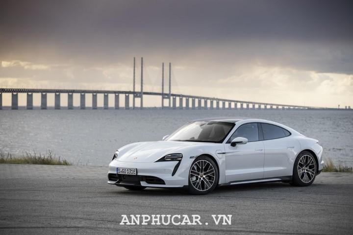 Porsche Taycan 2020 canh tranh manh me