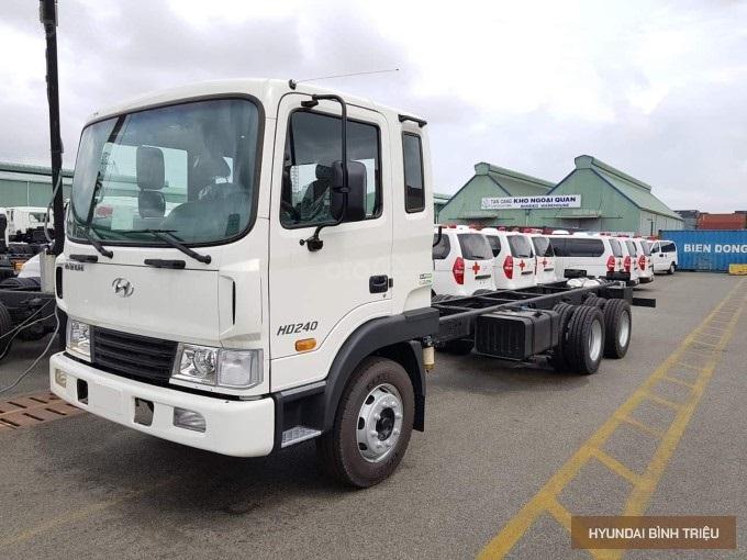 Giá xe Hyundai HD240 2020 3 chân 15 tấn khuyến mãi hấp dẫn